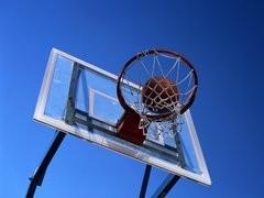 «Два кольца, один мяч, 10 игроков и судьи - это баскетбол!»
